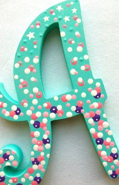 Neat idea for painted letters. This would be fun to do with my girls for their bedrooms.