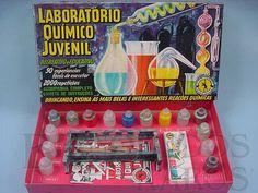 Brinquedo antigo Laboratóro Quimico Juvenil completo com 25 Frascos de Plástico Caixa assinada Kraus Década de 1960