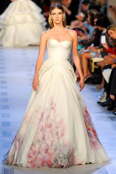 Zac Posen Spring 2013 Angela Lindvall's cherry-blossom-print triple-layer chiffon, organza, and tafetta bustier gown. Like it but not as a wedding gown Bridal Gowns, Wedding Gowns, Glamour, Zac Posen, Marchesa, Mode Style, The Dress, Gown Dress, Beautiful Gowns