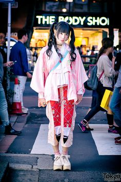 Japanese idol Shioringo on the street in Harajuku... | Tokyo Fashion