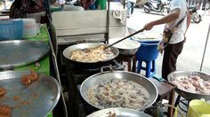 Cooking chicken on Bangkok's Street  Thailand Explorer: Eating Thai Food in Thailand - e-zine http://flip.it/csUoi   #Thailand #flipboard #travel #traveltips #travelphotos #thaifood #food #foodphoto