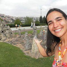 Miniaturké umparque em miniaturasituado na costa norte-oriental do Chifre de Ouro em Istambul. Ele contém 58 miniaturas de estruturas de Istambul 52 daAnatoliae 12 de territórios otomanos que hoje se encontram fora daTurquia. Na foto está a representação da #capadocia  com suas formas características e seus balões tradicionais.  #pequeno #thefabulousproject #viajarcorrendo #viagem #trip #travel #instatravel #travelgram #travelblogger #instabloggers #blogsdeturismo #blogsdeviagem…