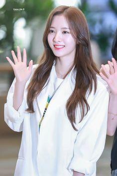Asian Celebrities, Cosmic Girls, Pretty Girls, Female, Cute, Beauty, Star, Places, Sweet
