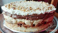 Ha van finomság a világon, akkor a réteges Monte torta egyértelműen az! Minden egyes rétege ellenállhatatlan, tökéletes! Az alap, első réteg a tojáshabos tészta pirított mogyoróval, amire jobbnál jobb finomságok jönnek: Nutella, aprított keksz, lágy vaníliás és csokoládés krém, a tetejére pedig az elengedhetetlen tejszínhab. Egyszerűen ellenállhatatlan! Graham Crackers, Banoffee, Cakes And More, Tiramisu, Tart, Nutella, Sweet Tooth, Cheesecake, Food And Drink