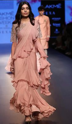 Here are the top 20 Modern ways Saree Draping Styles to Look Different & Beautiful. I love saree draping with different new styles, which I called Bridal Outfits, Indian Wedding Outfits, Indian Outfits, Indian Weddings, Saree Gown, Chiffon Saree, Lehenga Choli, Satin Saree, Anarkali