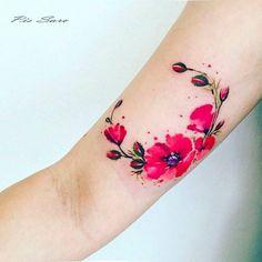 Poppy wreath tattoo on the right inner arm. Tattoo artist: Pis Saro