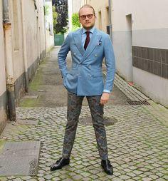 You Shall Not Pass !   #Vintage glasses @lescalunetier || #doublebreasted jacket @linoieluzziofficial #albazarmilano || shirt @tommyhilfiger tailored || tie @landerurquijo || #pocketsquare @boggimilanoofficial || trousers @slowearofficial #Incotex || shoes Vaneau  #instafashion #ootd #dapper #dapperstyle #dappermen #sprezzatura #mensfashion #menstyle #fashiongram #style #stylegram #gentleman #gentlemen #sartorial #dandy
