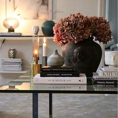 discount design Home Design MEGA SALE Big discount up to y Decorating Coffee Tables, Coffee Table Styling, Home Living Room, Living Room Decor, Appartement Design, Home Design, Interior Design, Interior Styling, Luxury Home Decor