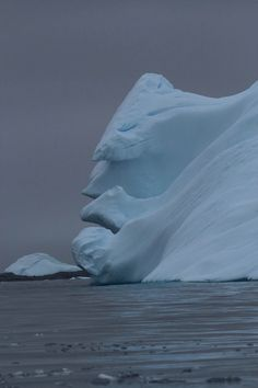 An Iceberg in Antarctica Looks Like a Grumpy Old Man - My Modern Metropolis The world is filled with anomalies and pareidolia (i. inexplicable phenomenons) but how would you react if you were sailing along Antarctica and came Beautiful World, Beautiful Places, One Photo, Cool Pictures, Cool Photos, Natural Phenomena, Winter Scenes, Natural Wonders, Amazing Nature