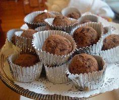 cocoa walnut truffles-dates,walnuts,cocoa,vanilla,salt Egg Free Desserts, Party Desserts, Dessert Recipes, Greek Sweets, Greek Desserts, Cooking Chocolate, Death By Chocolate, Valentine Treats, Vegan Sweets