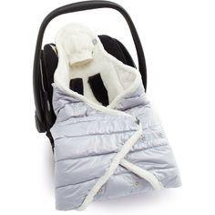Très pratique, elle est pourvue d'encoches pour y passer les sangles du siège auto ou de la poussette. Elle permet d'emmitoufler bébé qui sera bien à l'abri des intempéries et du froid.  Couverture duvet nomade Biside Yetti - Baby Boum