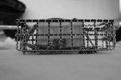 En backstage du défilé Chanel automne-hiver 2014-2015 http://www.vogue.fr/mode/inspirations/diaporama/fashion-week-paris-les-coulisses-automne-hiver-2014-2015-jour-8-fw2014/17866/image/984332#!5
