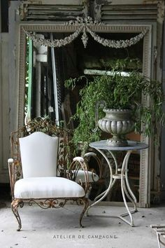ZsaZsa Bellagio – Like No Other: Shabby Chic Beautiful French Interior, French Decor, French Country Decorating, Interior Design, French Country Cottage, French Country Style, Casa Magnolia, Decoration Plante, Ivy House