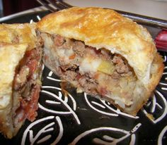 Traditional English Beef And Potato Picnic Pies - Pasties Recipe - Genius Kitchen Delicious little Pie Recipes, Cooking Recipes, Curry Recipes, Drink Recipes, Recipies, Beef And Potatoes, Light Snacks, Hand Pies, England