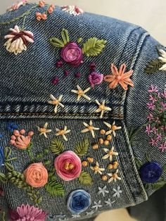 Most up-to-date Pictures hand sewing jeans Thoughts Embroidery on jean Simple Embroidery Designs, Floral Embroidery Patterns, Embroidery Stitches Tutorial, Free Motion Embroidery, Couture Embroidery, Embroidery Fashion, Diy Embroidery, Embroidery On Jeans, Couture Main