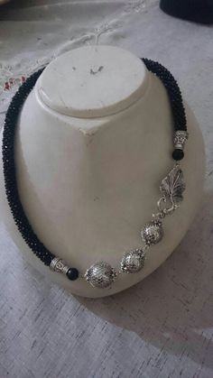 This Pin was discovered by Cey Rope Jewelry, Crystal Jewelry, Jewelry Crafts, Jewelery, Seed Bead Necklace, Diy Necklace, Necklaces, Beaded Jewelry Patterns, Handcrafted Jewelry