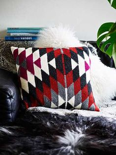 Kelim Cushion in tunisian crochet. Design by Permille Cordes