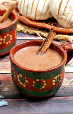 Mexican Chocolate Oatmeal is a warm and comforting beverage perfect for rainy days and cold winter mornings. Mexican Drinks, Mexican Dishes, Mexican Meals, Mexican Cooking, Mexican Food Recipes, Yummy Drinks, Yummy Food, Cold Drinks, Beverages