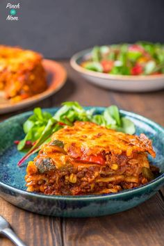 Enchilada Lasagne combines chilli, cheese and soft tortillas. A great slimming friendly recipe for any diet plan like Weight Watchers or counting calories! Slimming World Lasagne, Slimming World Dinners, Slimming World Recipes Syn Free, Slimming Eats, Slimming Word, Slimming World Chilli, Mince Recipes, Beef Recipes, Mexican Food Recipes