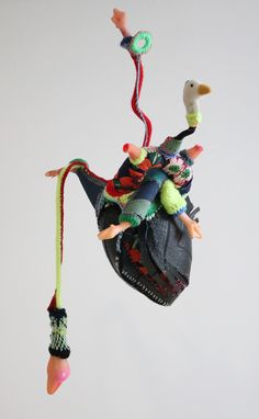 coeurenfant-Mona Luison-Sculpture creation made for AFCAO association. 22 artists are inviting to create for 22 for heart surgery for Children in Mauritania. Sculpture Textile, Textile Fiber Art, Art Sculpture, Textile Artists, Inspiration Artistique, Bokashi, Medical Art, Textiles Techniques, Found Object Art