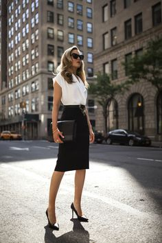 Four tips for a winning interview look. Professional Wardrobe, Professional Dresses, Business Professional, Office Outfits, Girl Outfits, Nyc Spring, Nyc Fashion, Street Fashion, Autumn Winter Fashion