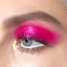 """Gold, pink + white makeup by me behind the scenes for @NailsInc on model @Claudia.Gould using @NYXcosmetics_UK Cosmic Metals Lip Cream on eyelids in shade """"Fuchsia Fusion"""" #beasweet #nailsinc #campaign #beauty #doubleliner #luminous #fluro #neon #eyeliner #eyelinergoals #beauty #makeup #makeupartist #fashion #white #linen #crisp #whitelines #graphiclines #graphiceyeliner #liner #makeupeyeliner #whiteeyeliner #whiteeyeshadow #gold #goldmakeup #pink #hotpink #pinkmakeup #nyxcosmetics_uk…"""