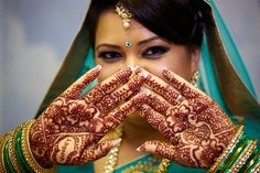 Henna is popular among the many Asian countries while western world also taking over it using henna tattoos. Cool Henna Designs, Diwali, India, Arm Warmers, Cool Stuff, Instagram Posts, Inspiration, Henna Tattoos, Henna Designs