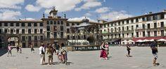 Tudela. 8 razones con fundamento para visitarla.  La Plaza de los Fueros es el centro neurálgico y social de Tudela