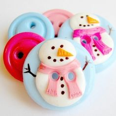 :: Crafty :: Clay ::☃ Christmas ☃:: Adorable snow people buttons perfect for your holiday knitting and sewing projects. This set is shown in baby blue, white, brown, med. pink and