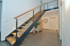 Hallway – Home Decor Designs Steel Stairs, Wood Stairs, House Stairs, Simple Kitchen Cabinets, Simple Kitchen Design, Metal Stair Railing, Stair Railing Design, Outside Stairs, Small Hallways