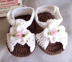 Hermosas sandalias tejidas a mano. : Estas sandalias son ideales para tu pequeña princesa!    Hay tambien en rosa con blanco, durazno y blanco y naranja y blanco.    Les queda desde 1 mes hasta 8 meses aproximadamente.    El precio es de $250 pesos | babyzone