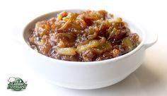 La Tfaya ... Il existe même un couscous composé uniquement de semoule et de tfaya (le couscous tfaya). Je ne vous dis pas l'odeur incroyable que dégage cette recette d'oignons caramélisés à la cannelle et aux raisins. Un véritable délice et un véritable supplice si l'on essaie d'y résister! Car on peut imaginer l'accompagner pour d'autres plats!