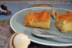 Morgen ist der Beginn vom Wochenende und damit Zeit das Essen zu zelebrieren. Deshalb gibt es Grießkuchen griechischer Art und eine spannende Buchrezension für Foodlover im Wonderland: http://checkoutwonderland.com/2014/09/18/ein-bissen-urlaub-zumindest-am-wochenende-2/