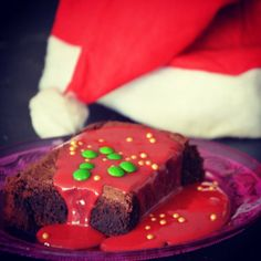 Chocolate Cake with Strawberry Sauce Chocolate Strawberry Cake, Strawberry Sauce, Strawberry Cakes, Chocolate Cake, Bad Customer Service, Eat Dessert First, Christmas Love, Brownies, Desserts