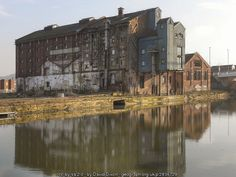 A derelict warehouse at High Orchard which has not yet been redeveloped as part of the Gloucester Quays regeneration scheme. Gloucester Quays, Ho Train Layouts, 40k Terrain, Industrial Architecture, Old London, Modern Buildings, Model Trains, Abandoned Places, Warehouse