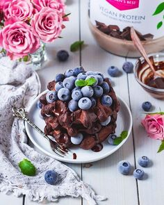 These yummy chocolate waffles are the perfect way to start into long summer days😍 👉 Ingredients & recipe • 50g buckwheat flour • 30g Women's Best Vegan Protein Chocolate • 7g raw cocoa powder • 3g baking powder • Chocolate donut flavor drops • 140ml almond milk 👉Mix all ingredients until smooth and bake with a waffle maker! Add your favorite toppings and enjoy!
