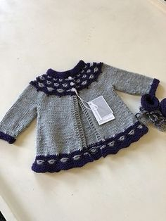 Motif Mabel par Fiona Alice Mabel pattern by Fiona Alice Ravelry Baby Pullover Muster, Handgestrickte Pullover, Knitted Baby Cardigan, Knitted Baby Clothes, Baby Hats Knitting, Hand Knitted Sweaters, Knitting For Kids, Baby Sweater Patterns, Baby Knitting Patterns