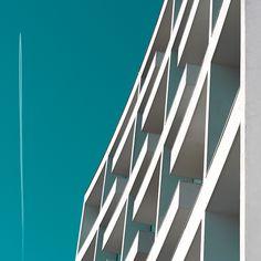 http://abduzeedo.com/geometrie-minimal-urban-photography?utm_source=dlvr.it