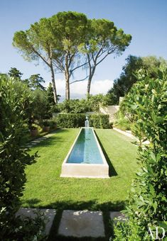 A reflecting pool on the terrace of a Côte d'Azur villa