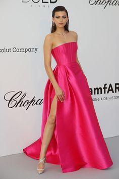 The most beautiful red carpet looks Picture Description amfAR Cannes Gala Red Carpet Dresses, Satin Dresses, Strapless Dress Formal, Ellie Saab, Vestidos Fashion, Fashion Dresses, Event Dresses, Prom Dresses, Long Dresses