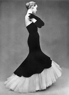 Balenciaga | model Lisa Fonssagrives | photo Irving Penn |  L'Officiel October 1951