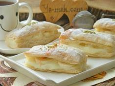 Muzlu Kremalı Milföy Dilimleri Ice Cream Candy, Pan Bread, Pudding Cake, Food Presentation, Camembert Cheese, Cake Recipes, Deserts, Lunch Box, Food And Drink