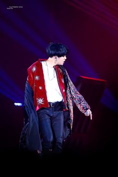 Find images and videos about bts, bangtan boys and suga on We Heart It - the app to get lost in what you love. Jungkook V, Min Yoongi Bts, Min Suga, Bts Bangtan Boy, Taehyung, Cypher 4 Bts, Cypher Pt 4, Bts Wings Tour, Rap Lines