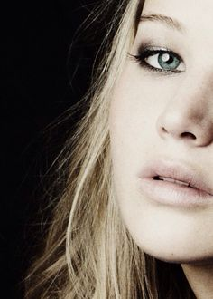 Image discovered by Ꮹrαce. Find images and videos about actress, Jennifer Lawrence and green eye on We Heart It - the app to get lost in what you love. Pretty People, Beautiful People, Beautiful Women, Hunger Games, Happiness Therapy, Jennifer Lawrence Pics, Kentucky, Portraits, Star Wars