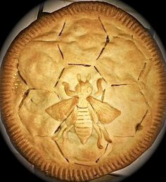 ≗ The Bee's Reverie ≗ bee pattern for pie crust by Della-Rie Potter