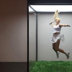 Олег Кулик. Теннисистка. Из серии «Музей природы». 2002