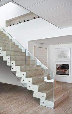 Escada com Guarda-Corpo em Vidro
