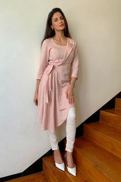 Party Wear Indian Dresses, Pakistani Dresses Casual, Pakistani Dress Design, Kurta Designs Women, Blouse Designs, Trendy Kurti, Kurti Styles, Kurti Embroidery Design, Kurta Neck Design
