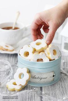 La tana del coniglio: Canestrelli Biscotti Cookies, Cake Cookies, Cookie Recipes, Dessert Recipes, Italian Cookies, Cookie Gifts, Macaron, Baking Ingredients, Christmas Baking
