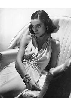 The Italian Born Duchess of Leeds (Nee Irma Amelia de Malkhozouny), 1st wife of the 11th Duke, Harper's Bazaar, 1938, © Norman Parkinson Ltd / Courtesy Norman Parkinson Archive